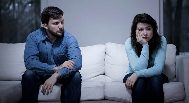 4 SIGNS TO TELL THAT IT'S TIME TO CONSULT A DIVORCE LAWYER